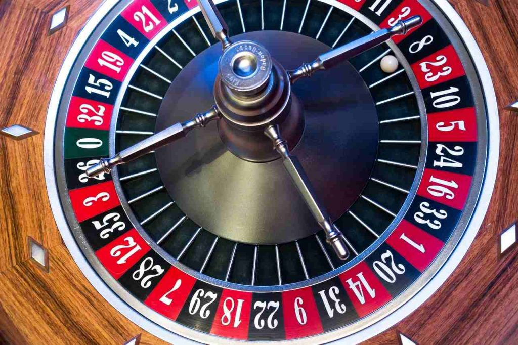 Roulette table framing